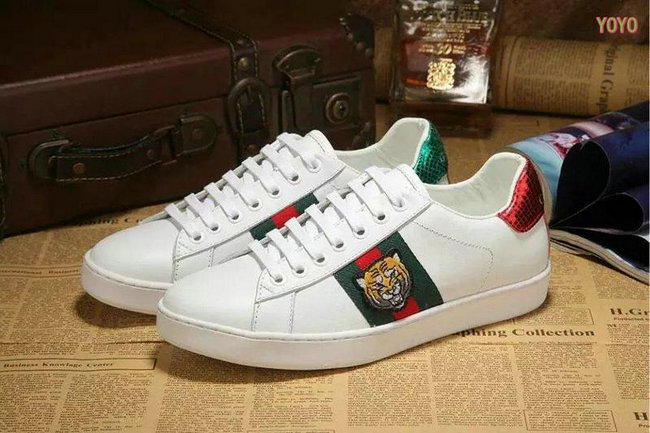 CHAUSSURES - Sneakers & Tennis bassesGucci KZGIk