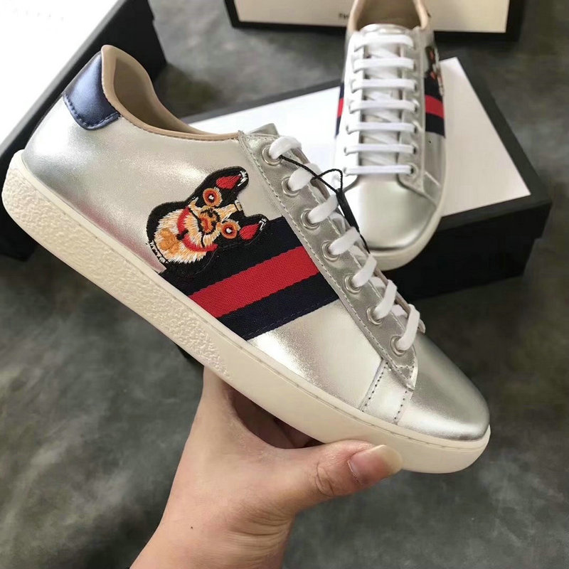c97152ff33 gucci sneakers chaussures femmes taille 36-44 embroidery the dog sneaker  silver