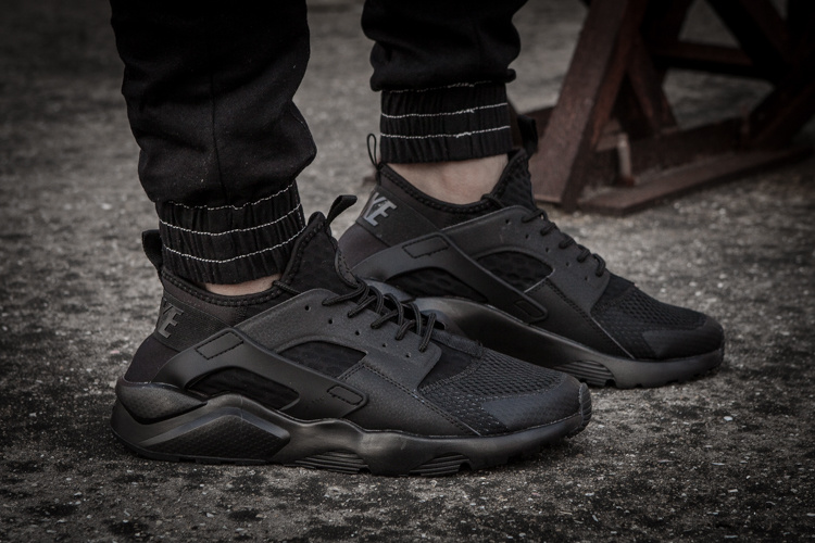 nike air huarache run lace up sneakers tout noir