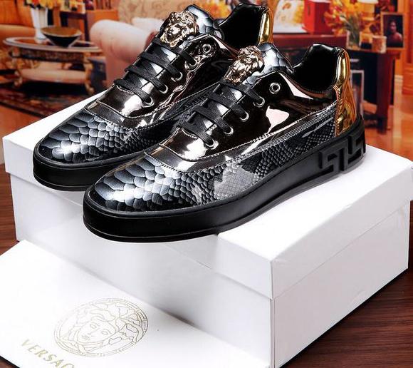 f7e558844bc Parfaites Occasion Chaussure Versace Pour Prix Toute qWWzaEv