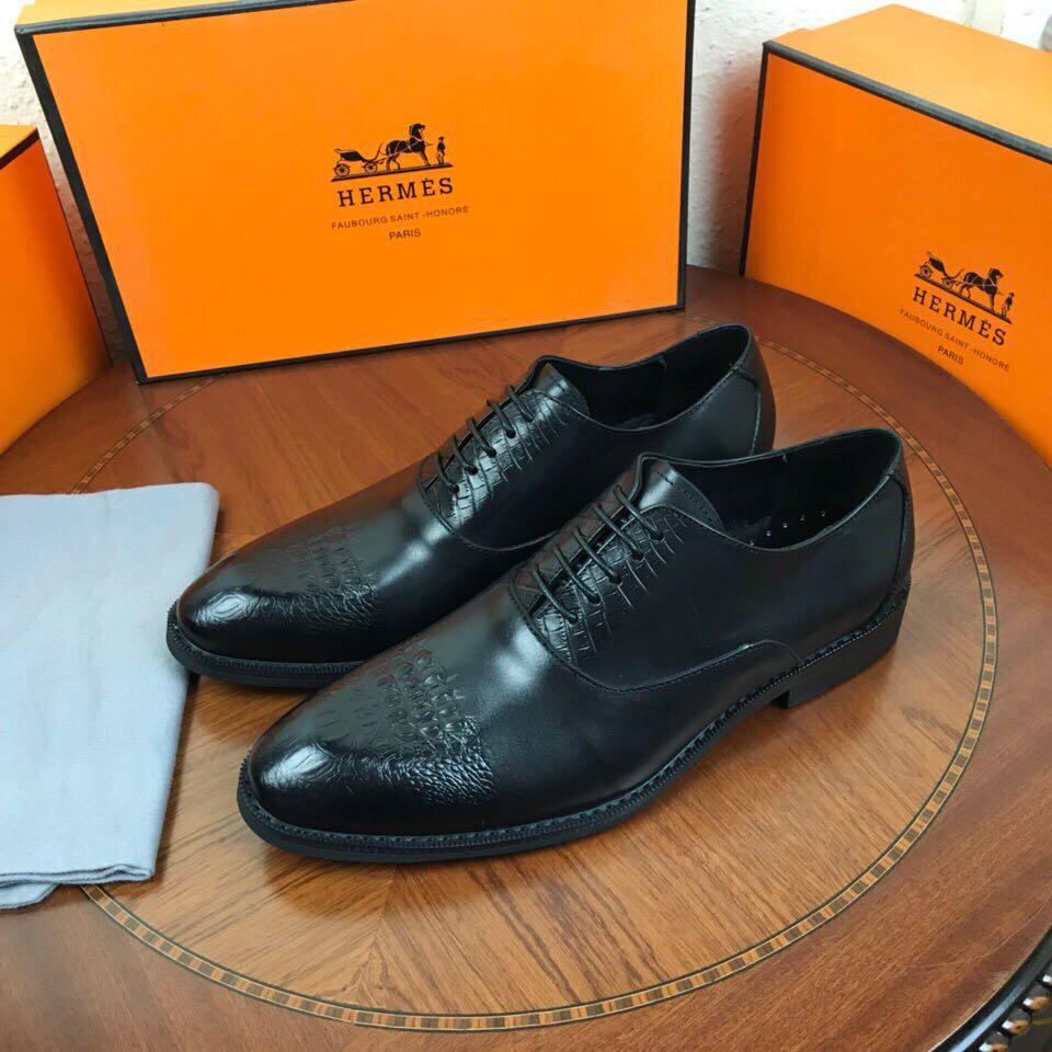 Avec une parfaite équilibre de confort et de style, les chaussure ... 0258dada873
