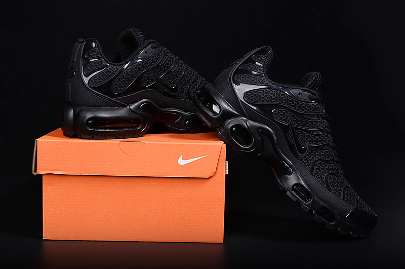 timeless design 6ab89 f6a30 hommes basket nike requin air max tn black edition